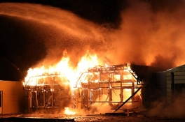 Leegstaande basisschool in Uden helemaal uitgebrand
