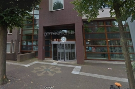 Verdacht koffertje gevonden op Markt in Uden, gemeentehuis wordt ontruimd