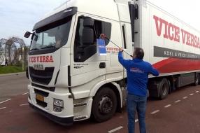Fruit voor truckers tijdens coronacrisis: 'We dachten eerst aan een gehaktbal, maar dit is gezonder'